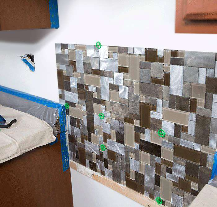ht_install-a-tile-backsplash-applythinset